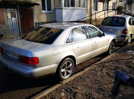 Audi A8 1996 m., Sedanas