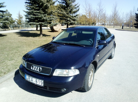 Audi A4 1999 m., Sedanas