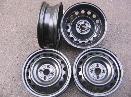 Kita Dauguma Toyotu R-15, Plieniniai štampuoti